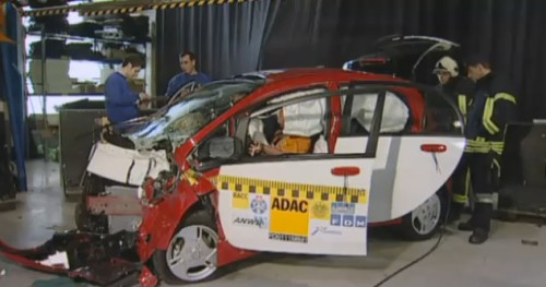 crash test de la mitsubishi i-miev electrique