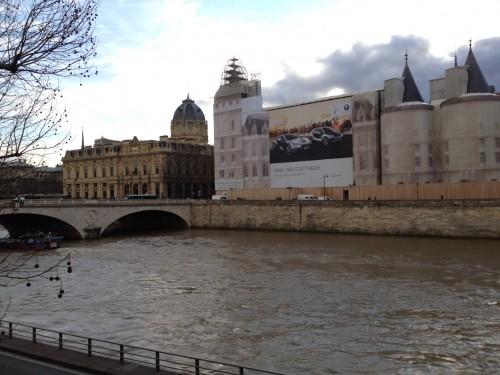 L'affiche géante de BMW à Paris