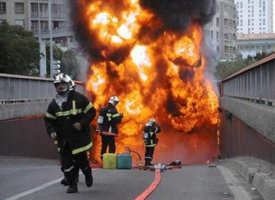 risque incendie dans un parking et voiture électrique