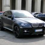 BMW produit déjà des voiture thermiques avec de la fibre de carbonne, comme ce X6.