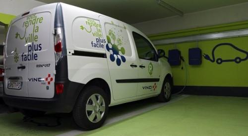 Vinci Park équipe ses parkings de bornes de recharge