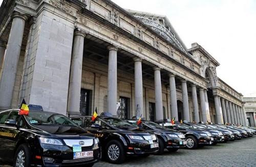 Des BYD E6 a Bruxelles pour les Taxis electriques