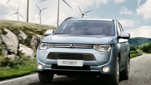 la Mitsubishi Oultander hybride electrique se vend bien